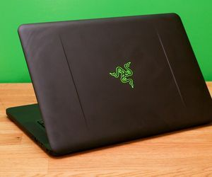 Specification of HP Spectre x360 rival: Razer Blade 14-inch, late 2016.
