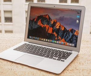 Apple MacBook Air 13-inch, 2017 specification anв prices in USA, Canada, India and Indonesia.