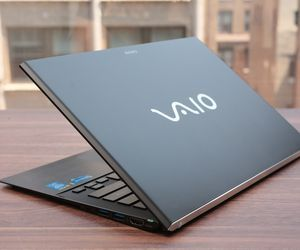 Specification of Apple MacBook Air rival: Sony Vaio Pro 13 Touch Ultrabook SVP1321ACXS.