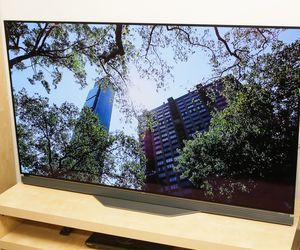 Specification of TCL 55US5800  rival: LG OLED55E6P.